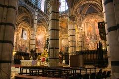 锡耶纳大教堂美好的内部在托斯卡纳 免版税库存照片