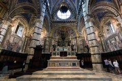 锡耶纳大教堂,与拼花地板的意大利中央寺院二锡耶纳内部  意大利 免版税库存图片