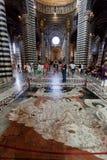 锡耶纳大教堂,与拼花地板的意大利中央寺院二锡耶纳内部  意大利 库存照片