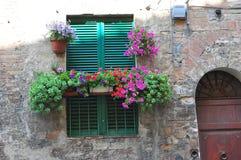锡耶纳窗口 托斯卡纳 免版税库存图片