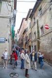 锡耶纳迷人的狭窄的街道中世纪镇 库存图片