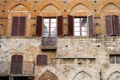 锡耶纳,托斯卡纳,意大利,欧洲-中世纪大厦的门面在citycenter的 图库摄影