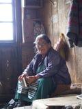 锡金西藏人地方妇女在村庄,甘托克Ci工作 免版税库存图片