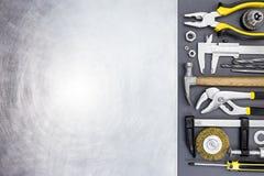 锤子、钳子,游标卡尺、钳位和螺丝刀有sc的 库存照片