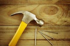 锤子和钉子 库存图片