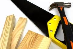 锤子手锯杉木木材 免版税图库摄影