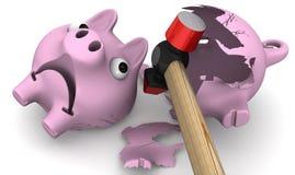 锤子打破空的存钱罐 免版税库存图片