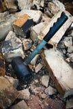 锤子拆毁墙壁 免版税库存照片