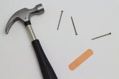 锤子,钉子,乐队援助 免版税库存图片