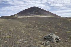 锥体冰岛火山的荒原 库存照片