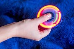 锭床工人玩具,发光的彩虹 库存照片