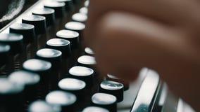 键入与减速火箭的文字机器的作家 股票视频