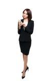 键入在她的智能手机的美丽的女商人 图库摄影