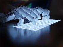 键入在萤光键盘的机器人 库存图片