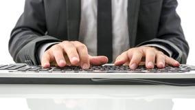 键入在计算机上的保险代理公司正面图 免版税库存图片