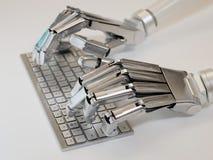 键入在键盘的机器人 免版税库存图片
