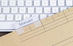 键盘和文件夹税 免版税库存图片