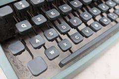 键盘和老打字机细节 免版税图库摄影