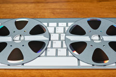 键盘和CD以卷轴的形式 免版税图库摄影