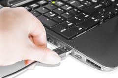 键盘和usb缆绳 库存图片