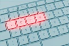 键盘在蓝色和红色的拼写爱 免版税库存照片
