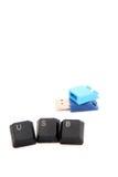 键盘在USB闪光驱动前面的信件USB 库存图片