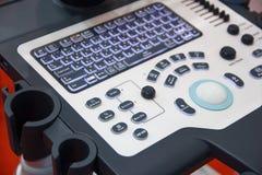 键盘控制和医疗设备特写镜头 库存图片