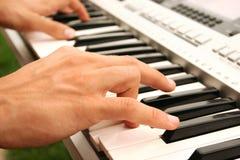 键盘演奏者 免版税图库摄影