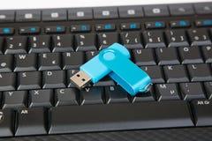 键盘用一根唯一USB棍子 免版税库存图片