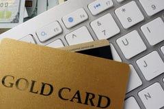 键盘,信用卡说出名字的Gold Card 库存照片