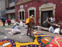 锯木屑色的地毯准备宗教夏天庆祝特古西加尔巴洪都拉斯2019 8 免版税库存图片