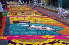 锯木屑色的地毯准备宗教夏天庆祝特古西加尔巴洪都拉斯2019 20 免版税图库摄影
