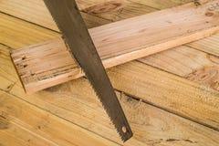 锯木头 免版税库存照片