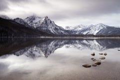 锯齿Mountain湖深冬天风景爱达荷国民 免版税库存图片