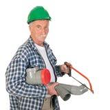 锯PVC的水管工 免版税库存图片