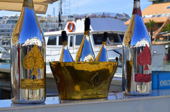 锹极干的香宾瓶和冰桶阿曼德De Brignac一点  免版税库存照片