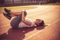 锻炼晴天 15个妇女年轻人 库存照片