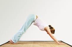 锻炼瑜伽 免版税库存照片