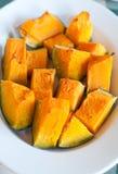 镀烤在烤箱和被晒干的南瓜与的橄榄油 免版税库存照片