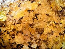 镀金料对圆的石头的金叶埋置了01 库存图片