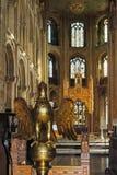 镀金面讲演台在彼德伯勒大教堂里 库存图片