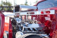 镀铬物在旧车改装的高速马力汽车的几天 免版税库存照片