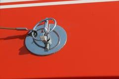 镀铬物敞篷门闩,葡萄酒汽车 免版税库存图片