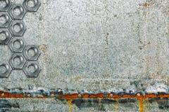 镀锌有螺栓的上漆的被镀锌的钢金属板板材 免版税库存图片
