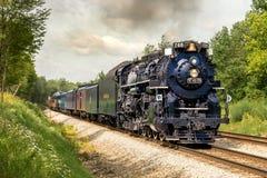 镀镍路765蒸汽游览列车 免版税库存图片