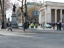他镀青铜在Street贵妇人的1876个立场架设的亨利Grattan纪念碑,直接反对三一学院立场以纪念 免版税库存图片