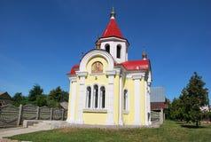 镇。圣乔治教堂  免版税库存照片