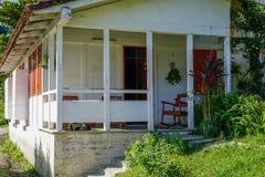 镇与白色房子的La terraza 免版税库存图片