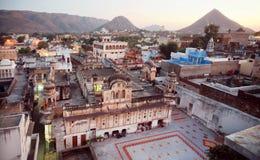 镇印地安街道有印度寺庙的 免版税库存照片
