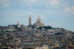 巴黎镇在Sacre Coeur附近的在小山顶部 免版税库存照片